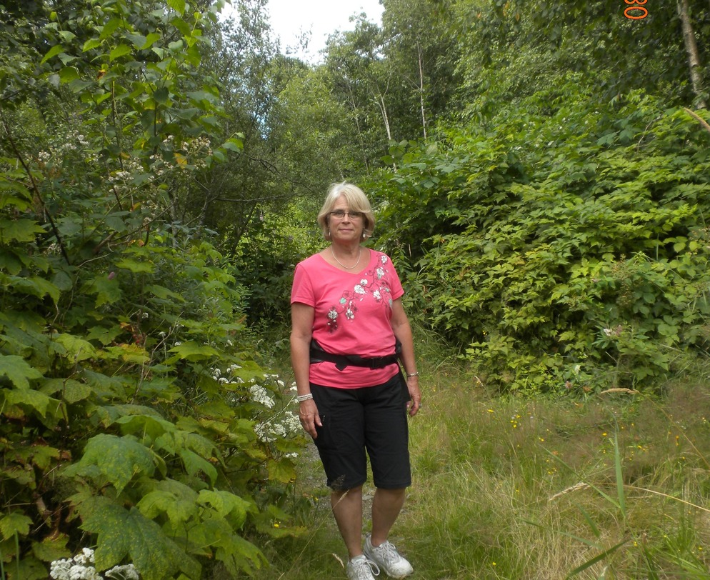 Harrison Hot springs, Ellen on trail
